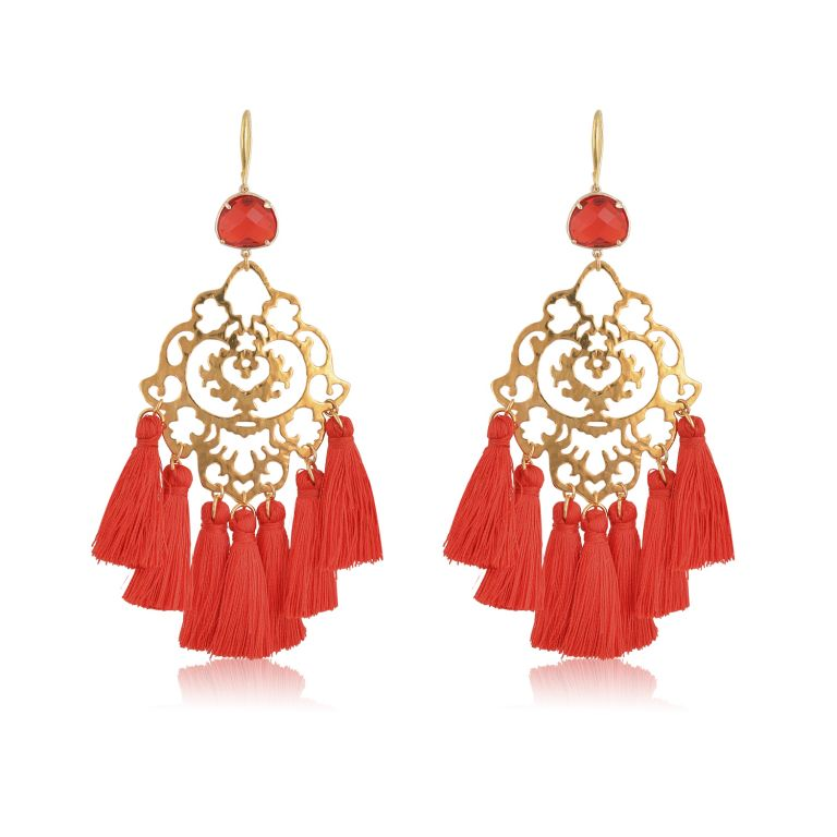 Beautiful and chic oversize boho earrings, made with a fine filigree motif. Red little silk tassels, and a red crystal are the perfect ingredient for this special piece of jewelry. Because of its beauty, it is perfect to add a Bohemian touch to your most sophisticated looks.