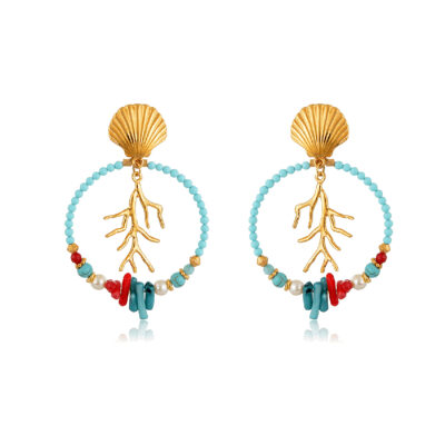 Beautiful and light, these hoops earrings are so easy to wear, they'll make you feel like the queen of the ocean. Made with a 24K gold-plated coral branch, jade and turquoise beads, pearls and bamboo corals. A beautiful gold-plated clamshell stud finishes the earrings, giving them a final nautical touch. A combination of red, blue petrol and pearl is just perfect to give a nautical spirit to your favorite outfit.