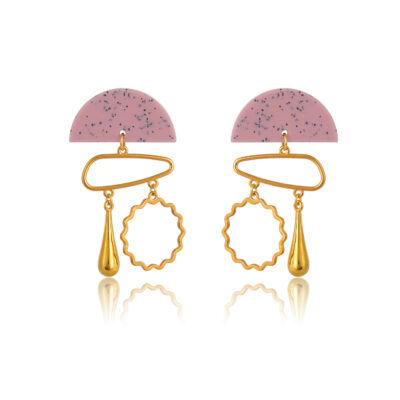 Make an impact while rocking this asymmetric holiness, made of semi-circle plexi stud, 24k gold-plated asymmetric circle, and a beautiful 24k gold-plated drop.