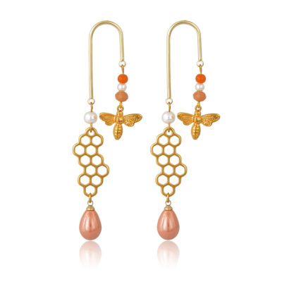 Play all day and party all night in these honeycomb pearl and bees 18k gold-plated earrings. Geometric earrings with pearls, jade beads and 24K gold-plated bee on one side and honeycomb and a delicious peach drops on the other.
