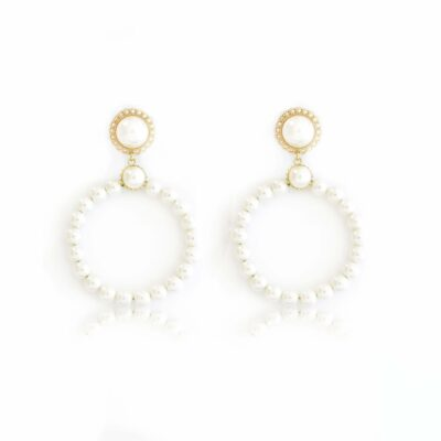 Lovely, on trend hoop earrings, mount on a beautiful pearly stud surrounded by a Cuban link chain, so chic and romantic, A fresh take on a classic, these earrings are the absolute fashion trend. Combine them with your favorite casual-chic or formal outfit.