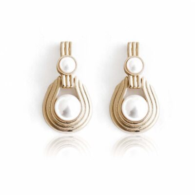 Super chic art deco stud earrings, made of alloy and faux pearls this is an absolute must-have pair of earrings.