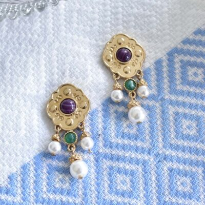 A beautiful pair of Byzantine style earrings in a frame motif featuring resin stones and 3 dangling pearls. The pearls are so pretty with their little golden caps. These gorgeous earrings would definitely make an excellent choice for a bride as a wedding accessory or anyone looking for something unique for a special occasion.