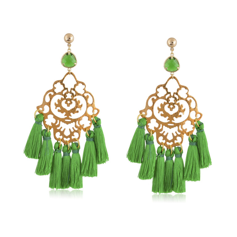 Beautiful and chic oversize boho earrings, made with a fine filigree motif. Green little silk tassels, and a green crystal are the perfect ingredient for this special piece of jewelry. Because of its beauty, it is perfect to add a Bohemian touch to your most sophisticated looks.