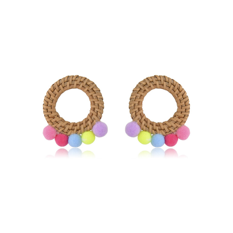 Beautiful and natural rattan hoops earrings that remind me of the sun, they're so energetic they will keep you joyous all day! Perfect for a sunny day or during winter blues!