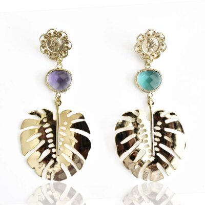 For a funky fashion lover, the tropical monstera leaf earrings. A perfect accessory to add a little playfulness and character to your outfit. Cute, trendy and really unique, these earrings definitely deserve a spot in your jewelry box! Don't forget to show us how you style it- we would love to see it.